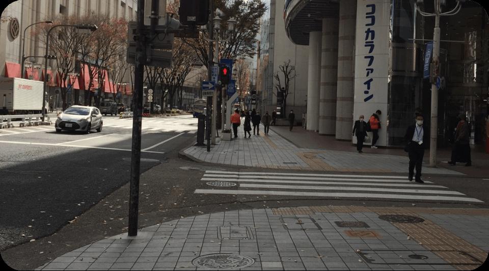 三つ目の横断歩道を渡る