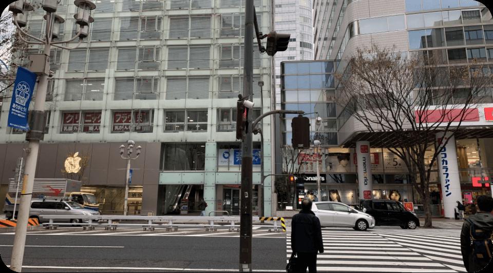 アップルストアと同じビルの3階へ