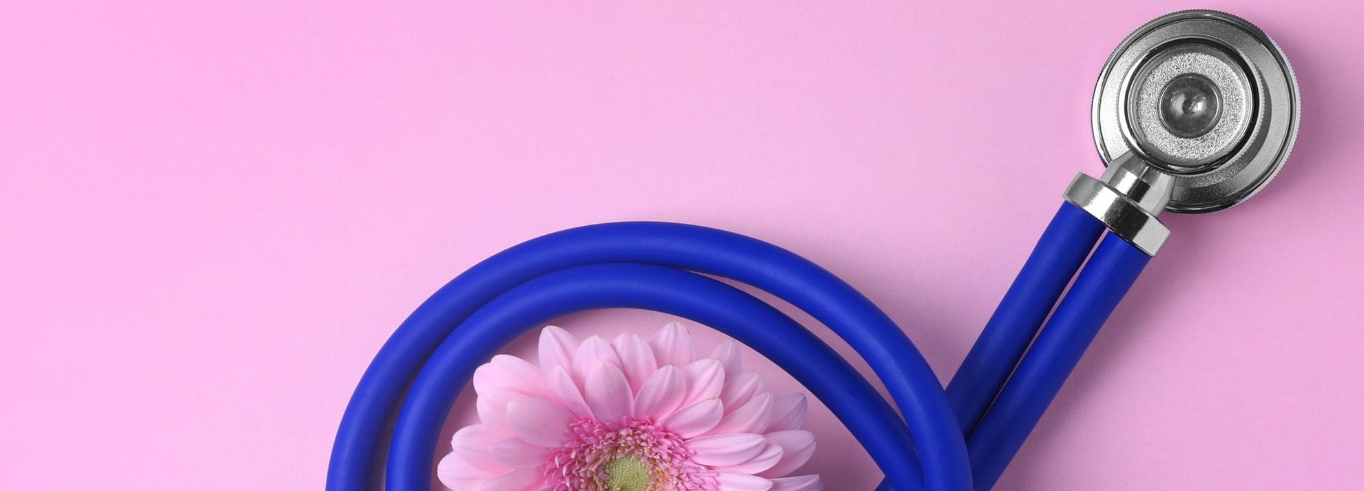 聴診器と花